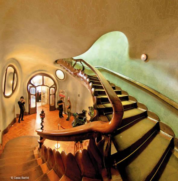 Antoni Gaudi modernist architect batllo interior-w636-h600