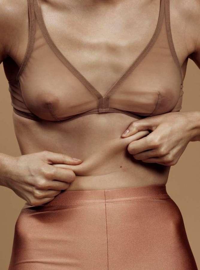 La serie fotográfica chica abdomen