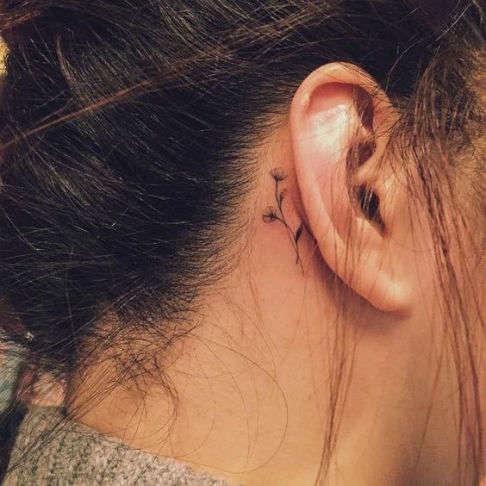 Tatuajes pequeños para mujeres Flores