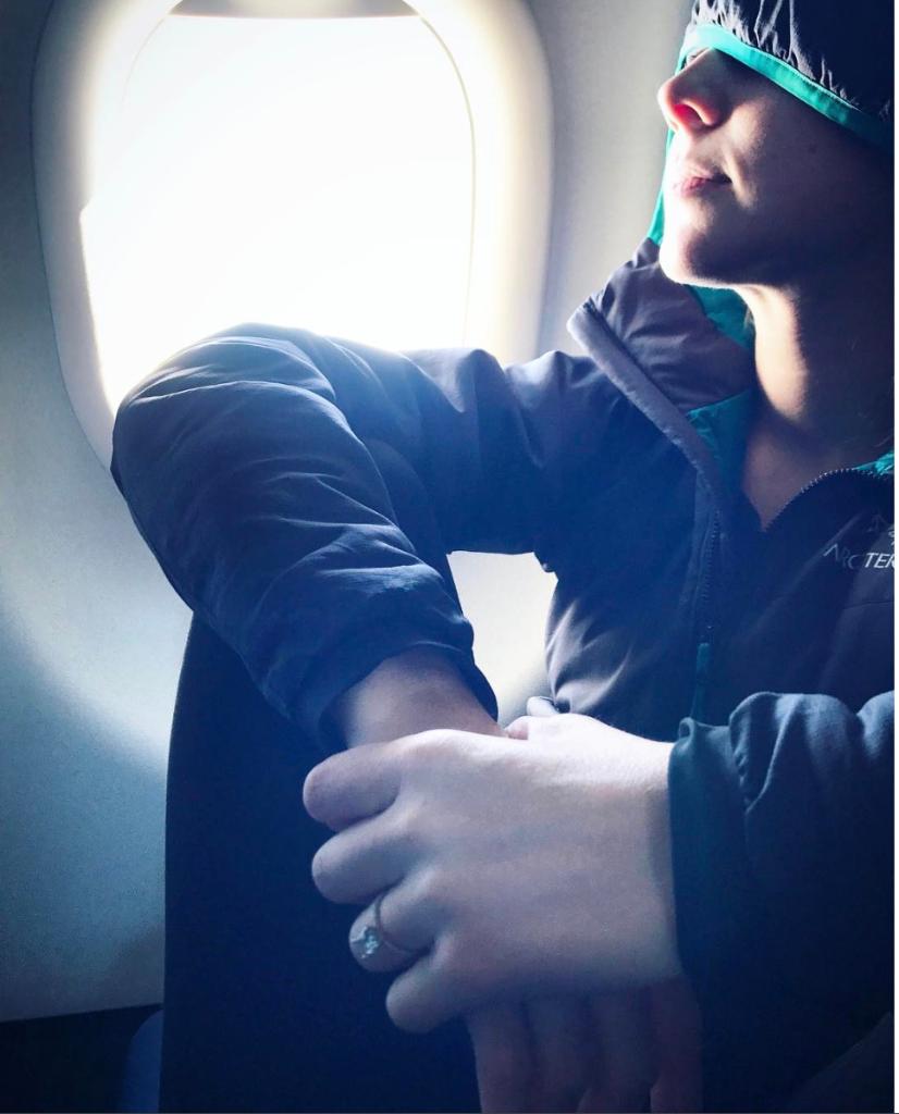 alguien muere en el vuelo en el que viajas vacaciones