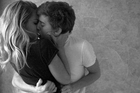 beso pareja