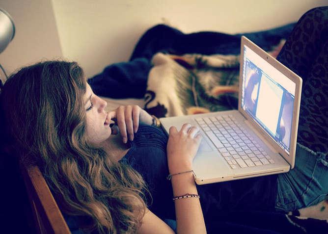facebook se aprovecha de adolescentes deprimidos mujer