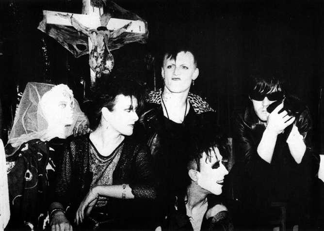 fotografias the batcave club alien sex fiend
