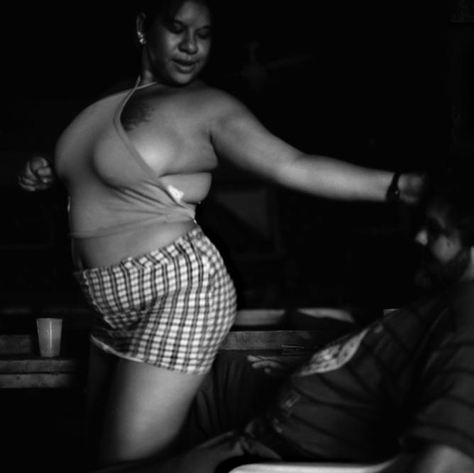 maya goded prostituta bailando