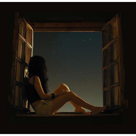 mujer viendo estrellas