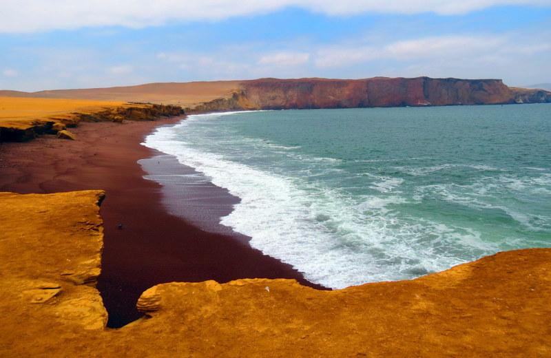 playa de arena roja de paracas