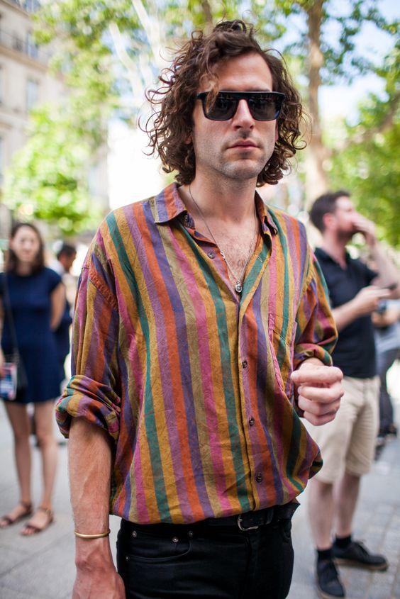 prendas arriesgadas que usar camisa colorida