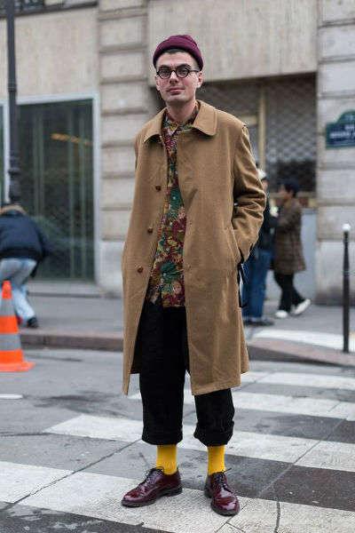 reglas de moda para hombres calcetin amarillo