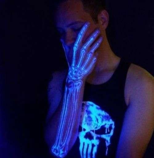 tatuajes en color neon brazo