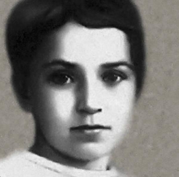 Tanya Savicheva Russian Anne Frank portrait-w600-h600