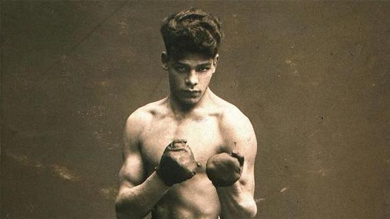 boxeador rukeli combate