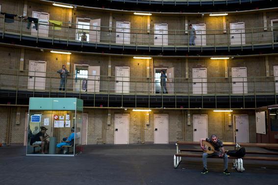como es vivir en una prision alemana  guitarra
