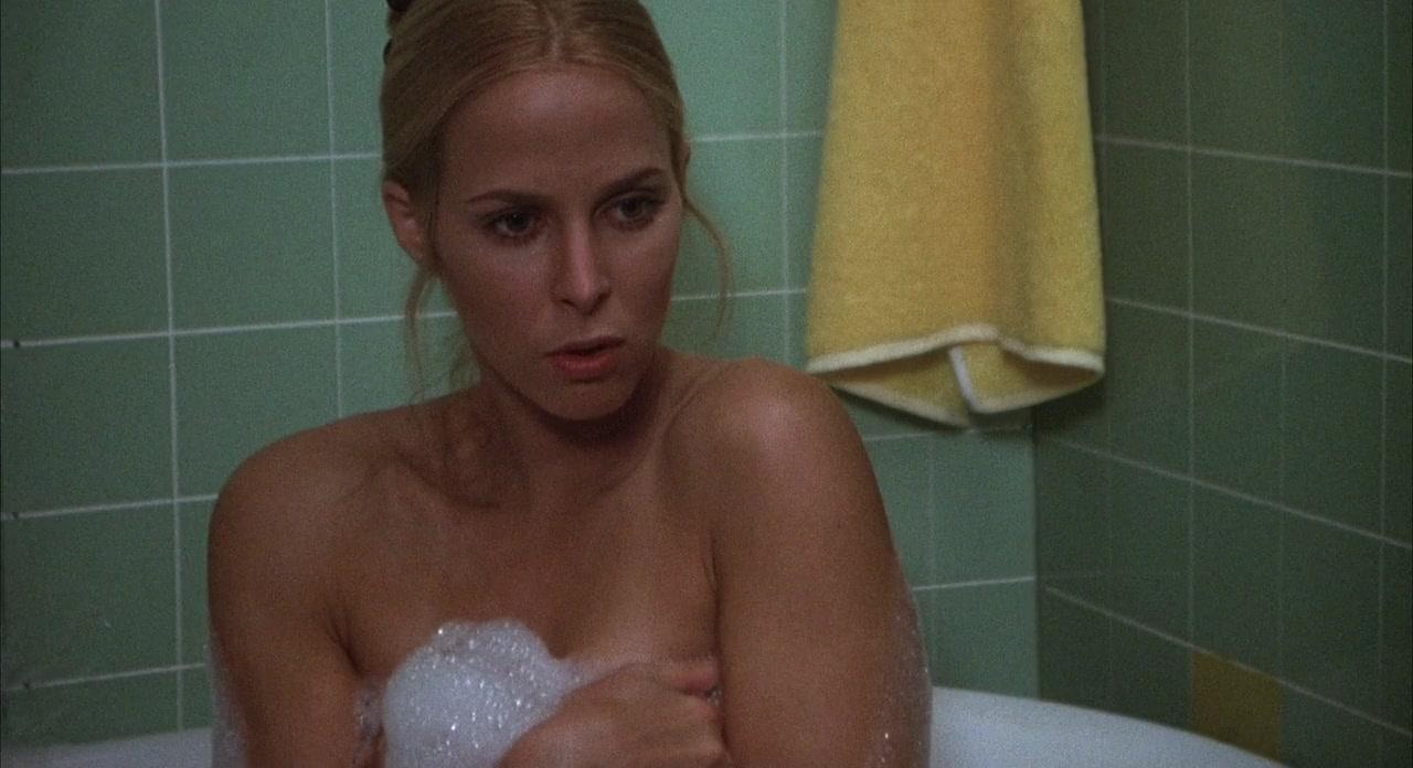 escenas sexuales del cine motel hell