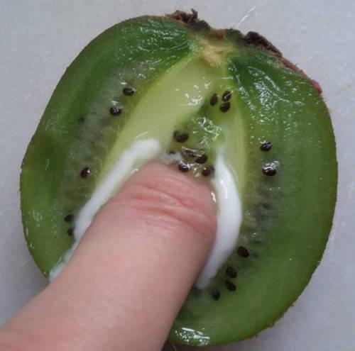 food eroticism kiwi