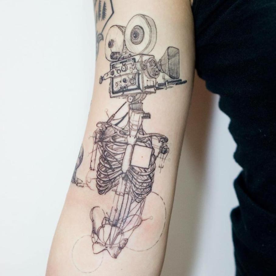 tatuajes abstractos. venado espalda camara