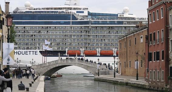 trabajos en crucero turistas