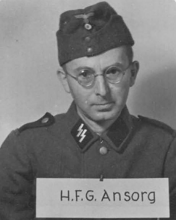 Los guardias de Auschwitz:  retratos de quienes protegieron la atrocidad 3