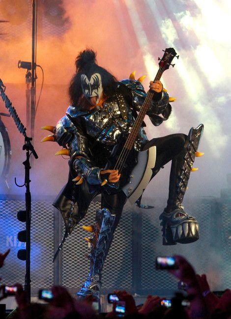 Gene Simmons:  el demonio con la lengua más grande y sucia del rock 1