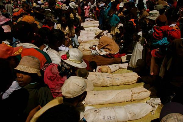 Famadidihana Madagascan dead celebration corpses