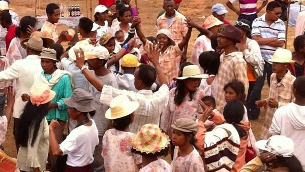Famadidihana Madagascan dead celebration dancing