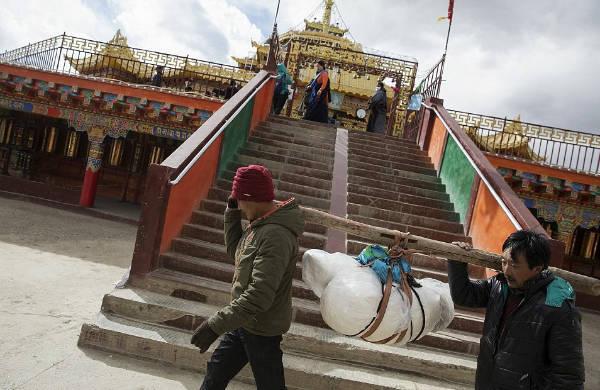Tibetan sky burial body-w600-h600