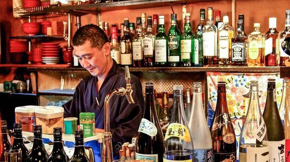 bar de monjes budistas