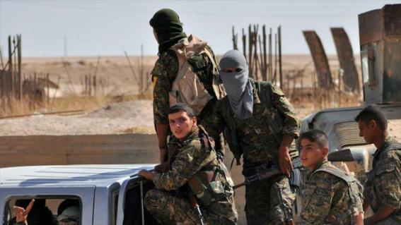 soldados torturan a prisioneros sirios
