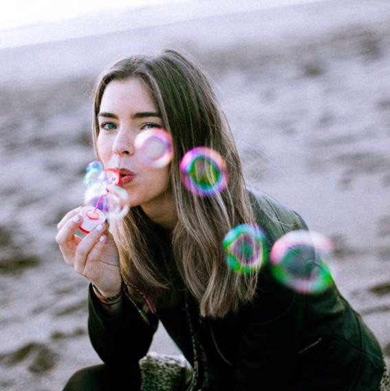 mujeres con poca autoestima bulrbuja