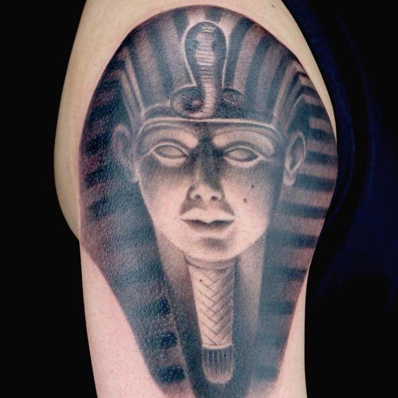 tatuajes de simbolos egipcios emperador