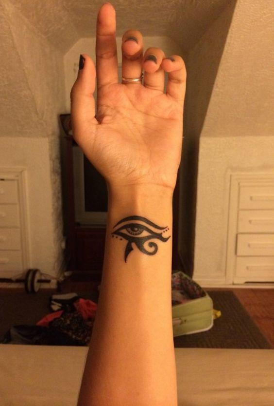 tatuajes de simbolos egipcios ojo
