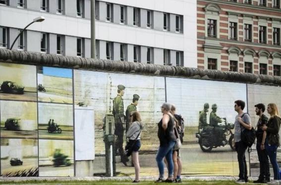 trazan la historia del muro de berlin 2
