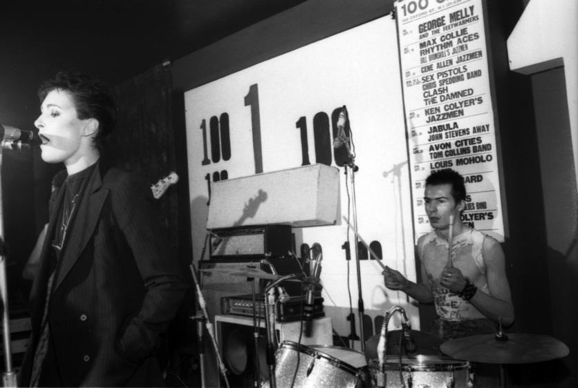 La banda que debutó con el bajista más salvaje del punk pero que tocaba la batería 0