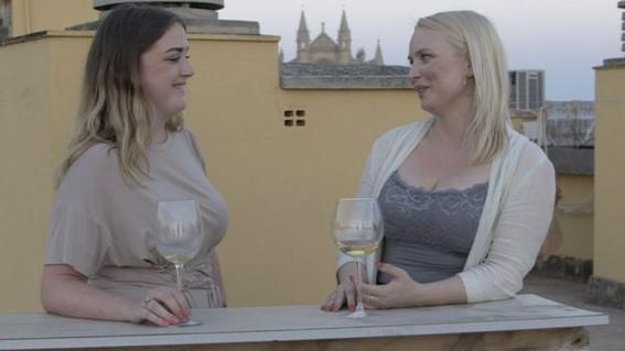 mujer educada por lesbianas 3