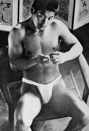 22 fotografías para admirar la desnudez y el erotismo de los hombres en Japón 2