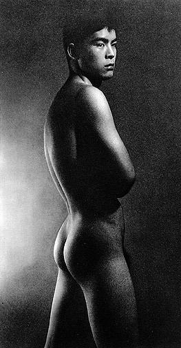 22 fotografías para admirar la desnudez y el erotismo de los hombres en Japón 3