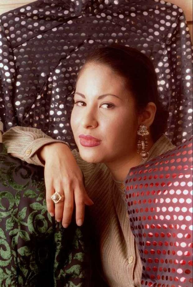 6 peinados inspirados en 6 momentos de Selena 4