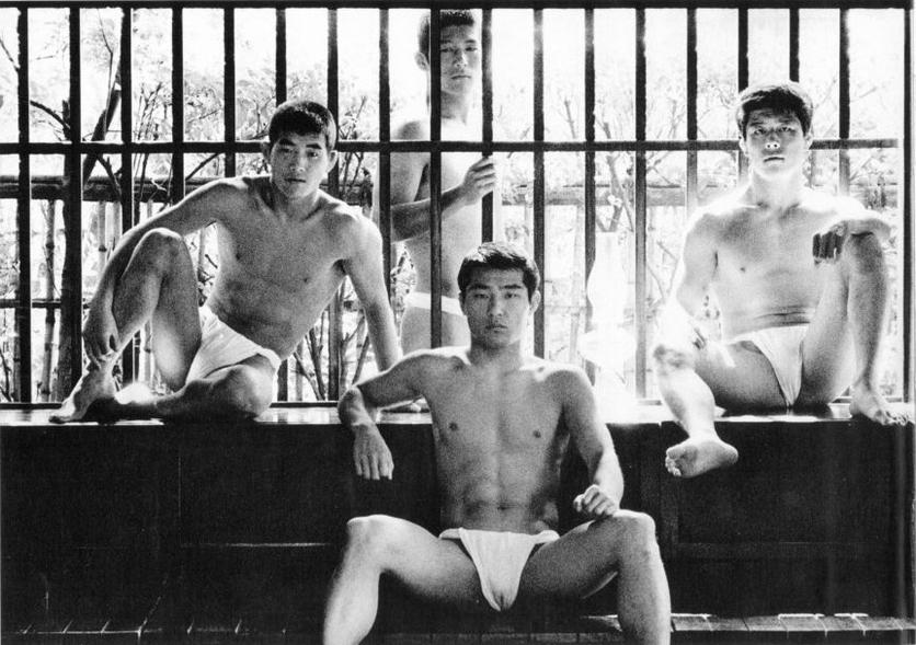 22 fotografías para admirar la desnudez y el erotismo de los hombres en Japón 10