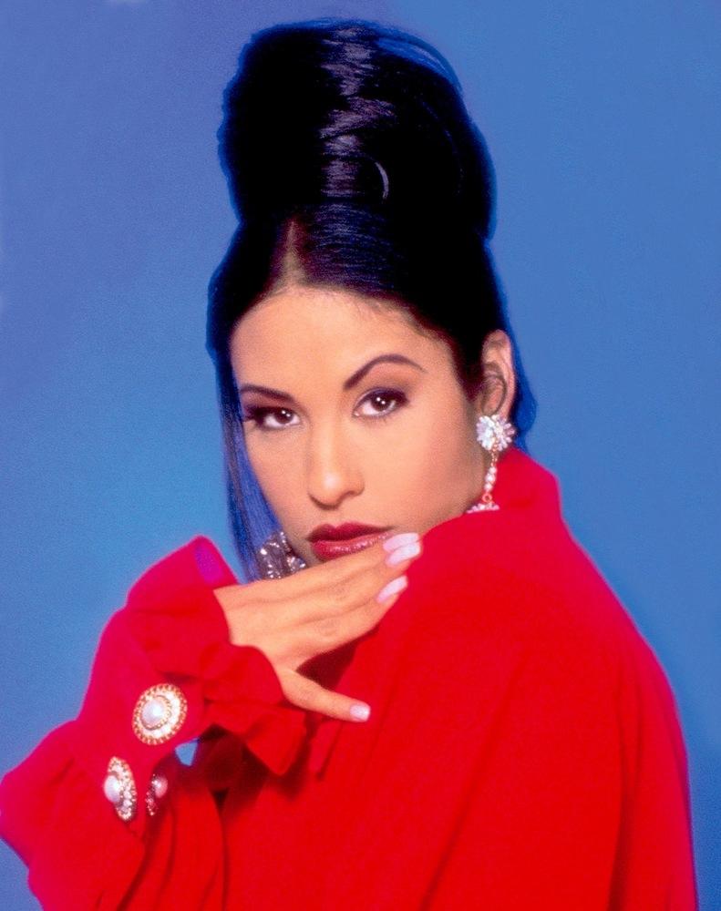 6 peinados inspirados en 6 momentos de Selena 5