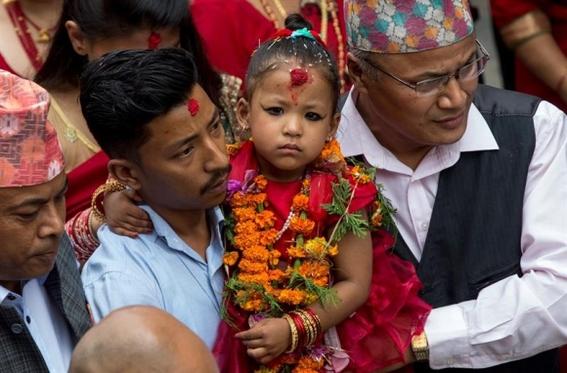 """esta es """"diosa viviente"""" de nepal y tiene 3 anos 1"""