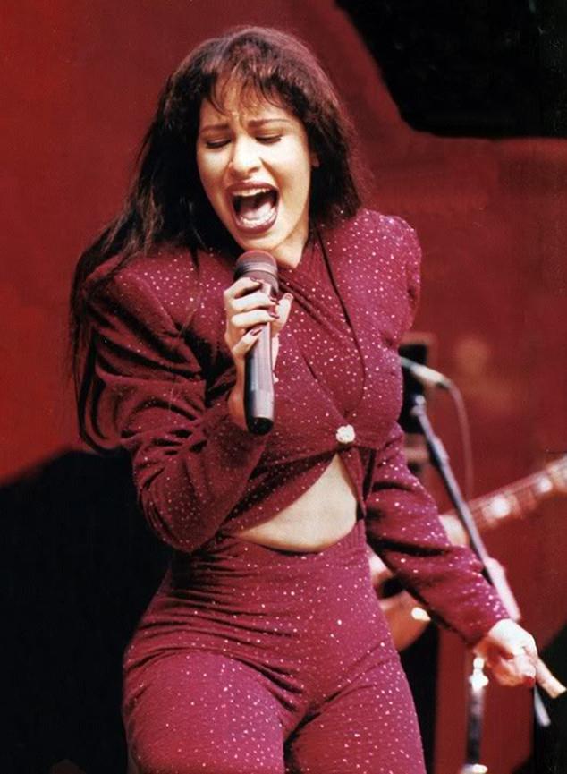 6 peinados inspirados en 6 momentos de Selena 1