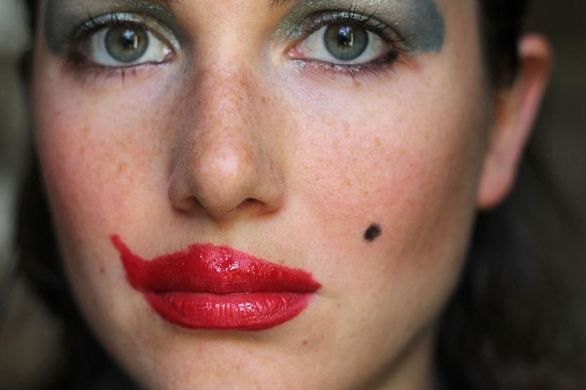 Tu boca roja es la alquimia de tus besos 0