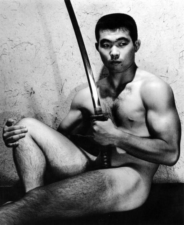 22 fotografías para admirar la desnudez y el erotismo de los hombres en Japón 20