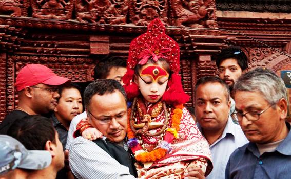 """esta es """"diosa viviente"""" de nepal y tiene 3 anos 2"""