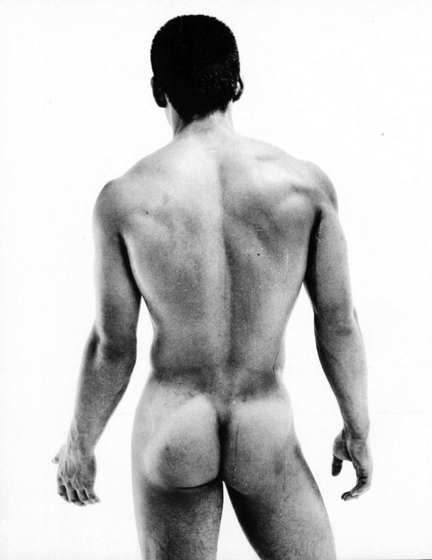22 fotografías para admirar la desnudez y el erotismo de los hombres en Japón 15