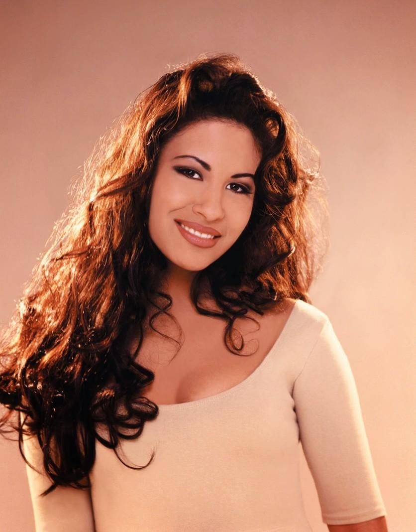 6 peinados inspirados en 6 momentos de Selena 2