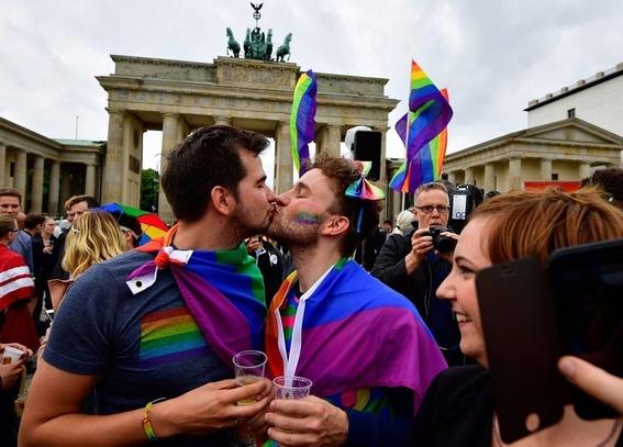 alemania celebra su primer matrimonio homosexual 3