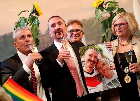 alemania celebra su primer matrimonio homosexual 1