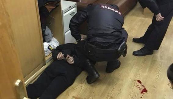 periodista que criticaba al gobierno ruso es apunalada 2