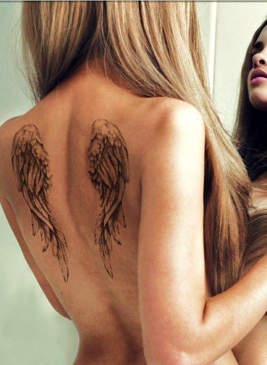 tatuajes de alas para mujeres 6