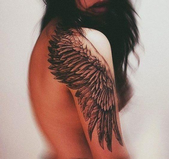 tatuajes de alas para mujeres 3